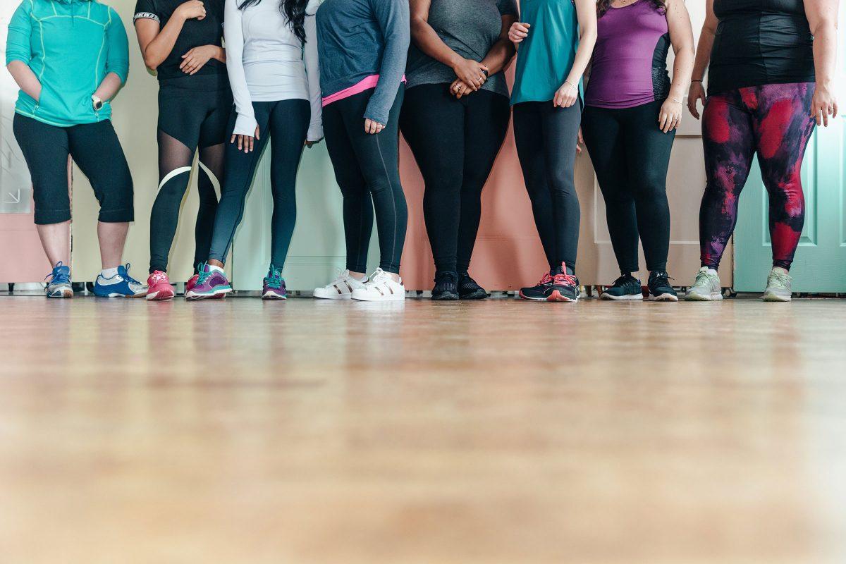 legs of women in leggings in a gym